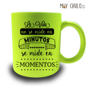 Para la gente que vive al día a día en Muy Chulo tenemos la Taza la vida no se vive en minutos. Porque la vida no se vive en minutos, se vive en momentos!