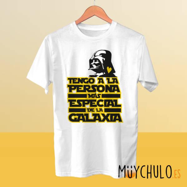 Camiseta Tengo a la persona más especial de la galaxia